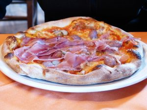 Jamon serrano en pizza