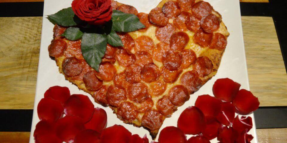 Celebra el día de la madre pizza con pétalos