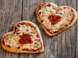 Celebra el dia de la madre- dos pizzas