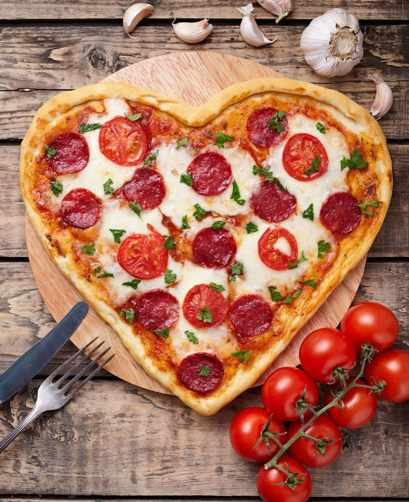 Comparte tu pizza con amor y peperoni